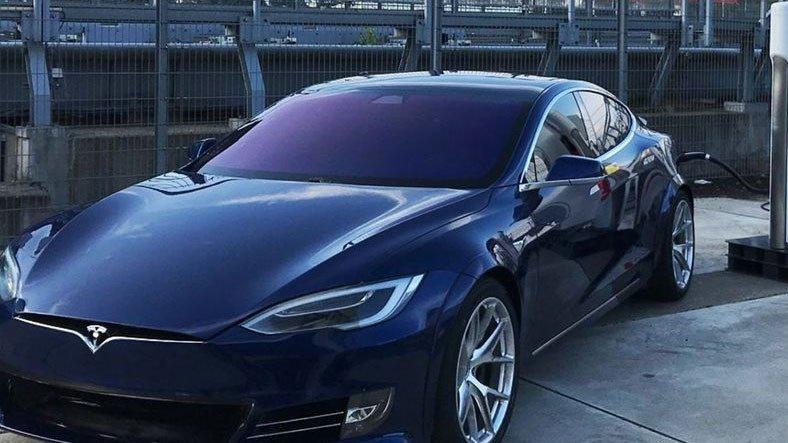 Çin, Tesla Otomobillerin Askeri Üs Yakınlarında Bulunmasını Yasakladı