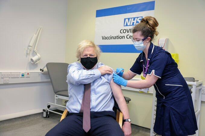 İngiltere Başbakanı Johnson Oxford-AstraZeneca aşısının ilk dozunu aldı