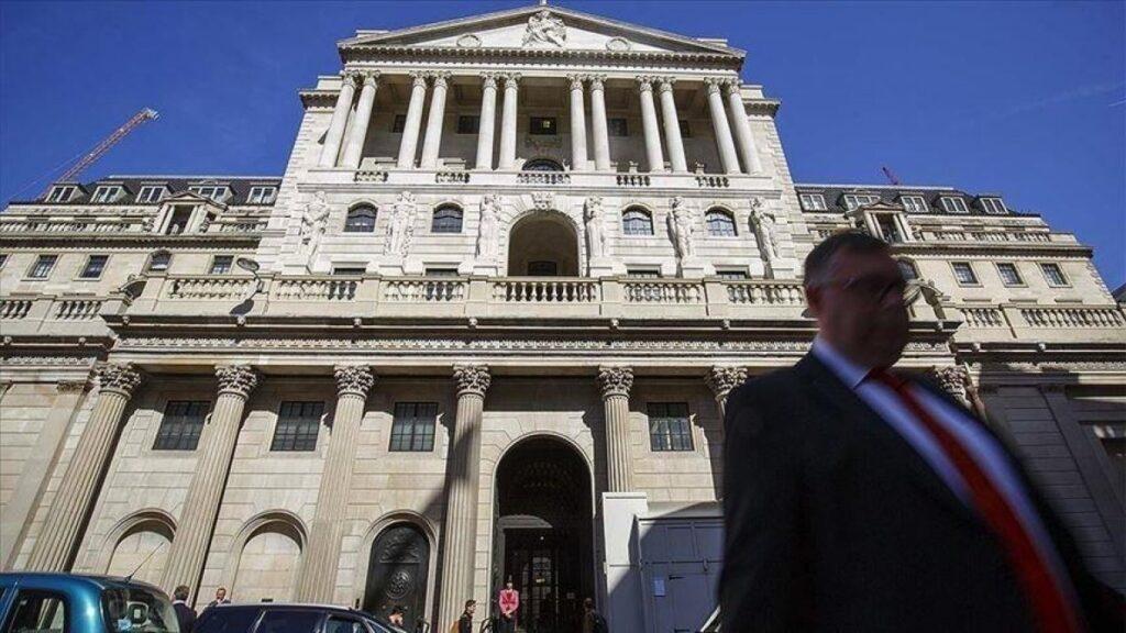 İngiltere Merkez Bankası faizi sabit tuttu