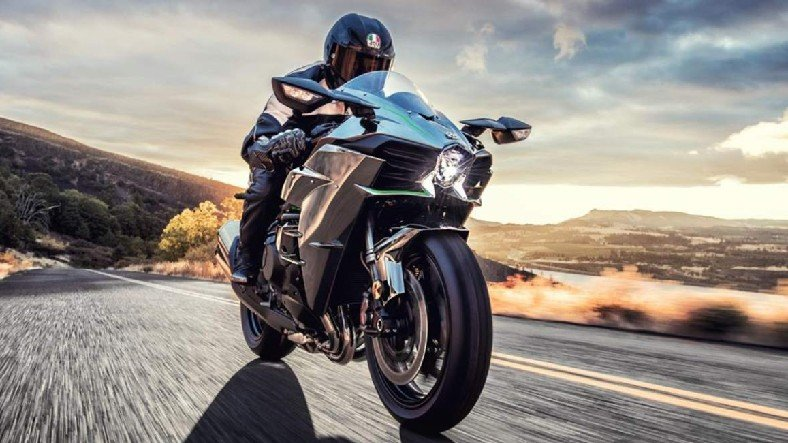 Pistten Kaçıp Yola Girmiş Gibi Çek: İşte 2021 Model Kawasaki Ninja H2R'ın Özellikleri ve Fiyatı(!)